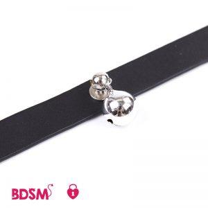 Collar-clásico-con-cascabel-detalle