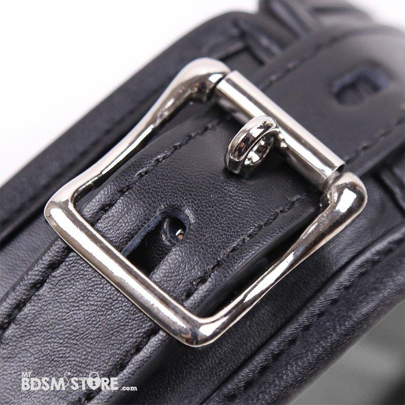 Restricciones de cuero acolchadas premium para bondage cerrables con candado detalle hebilla